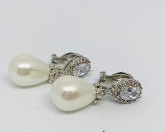Clip on Earrings, Pearl Clip on  Earrings, Pearl Drop Earrings,  Pearl earrings Dangle, wedding jewellery, drop earrings,