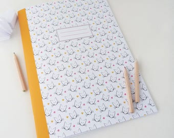Large 20x28cm notebook illustrated with heads of cats and hearts