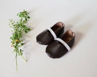 Faux leather flats•crib shoes•baby bootie•newborn•6 months•9 months•12 months•one year•boho•vintage•girl• accessory•neutral•spring•summer