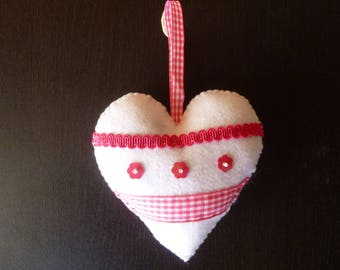 hanging heart in pink felt and blcnc