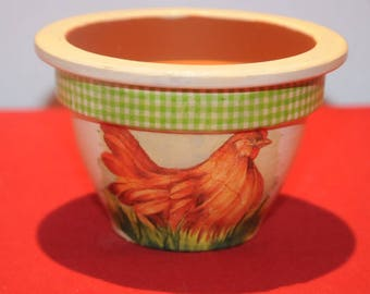 Flower pot decorated with a charming little hen