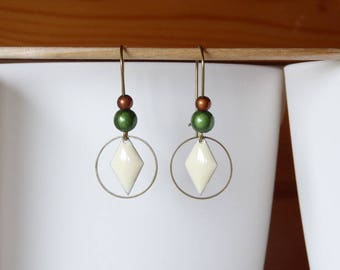 Pendant cream sequin and beads earrings