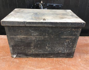 Old wooden tool box / trunk