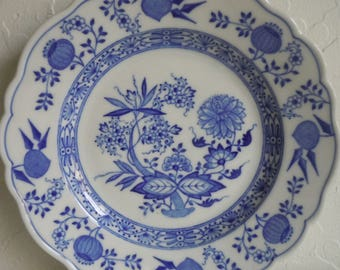 Hutschenreuther Blue Onion Four Bread and Butter Plates