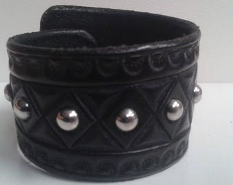 "2"" Black Taper Cuff w/ Silver Domed Rivets"