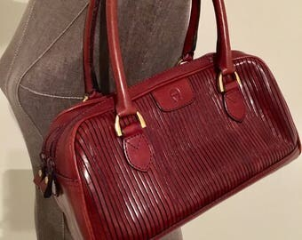 Vintage Etienne Aigner shoulder bag!Classic bag! (Oxblood color)