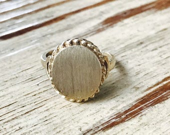 Oval yellow gold signet ring with rope detail