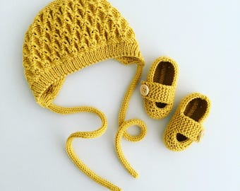 SALE Hand knitted baby bonnet and booties set