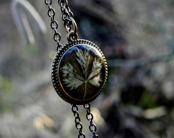 Pressed autumn leaf resin necklace, Fern jewelry, Nature inspired terrarium jewelry, Real flowers pendant, Nature lovers gift, resin jewelry