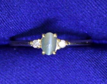 Natural Green Cats Eye Chrysoberyl and Diamond Ring in 18k Gold
