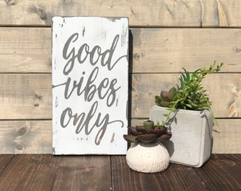 Wood Sign 'Good vibes only' by BeaWOODtiful