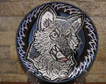 decorative plate with a wolf image