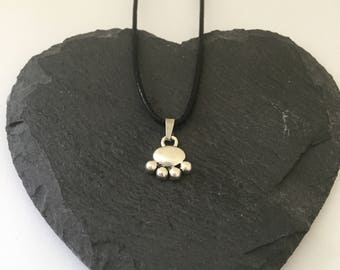 Dainty paw print necklace / paw print jewellery / animal necklace / animal jewellery / animal lover gift