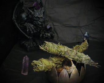Sage bundles_incense smudge sticks_dry homegrown_herbs for burning_cleansing ritual_energy clearing_recharging spaces_reiki meditation