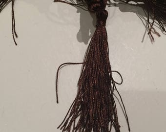 Tassel length 5 cm about brown color