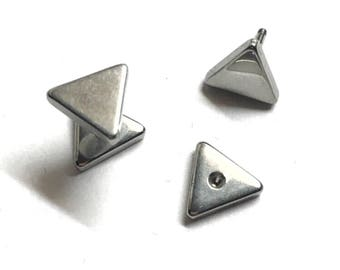 Steel 316L silver triangle ear studs.