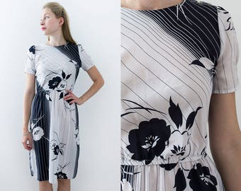 Vintage 1980s Summer Day Dress in White Dark Navy Stripes and Flowers Print Size Small/Medium