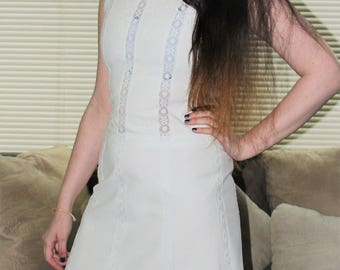 Vintage 1950's CARLYE Sheath Dress - White with White Lace Embroidy and White Lace Inset Strips size M
