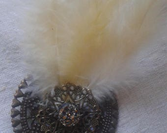 "brooch ""prints and feathers cream"""