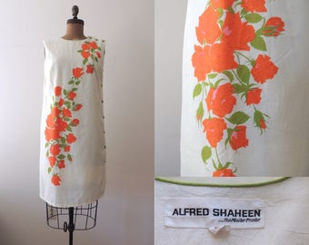 Vintage Alfred Shaheen cream floral shift dress | designer sleeveless white shift dress | bold print | orange roses | green buttons | XL