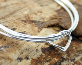 Silver Plated Cut Out Heart Mishaped Cirlcle Bangle (VIZB001)