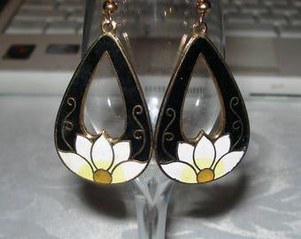 Art Deco, Daisies, earrings, enamelled, cloisonne, drop earrings, black and white, vintage