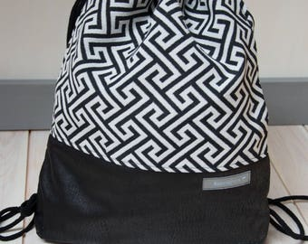 Decent gym bags 'black and white elegance'
