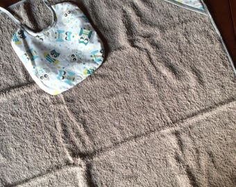 Hooded bath towel and matching bib
