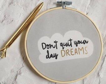 Decorative Motivational Hoop- Don't Quit Your Day Dreams