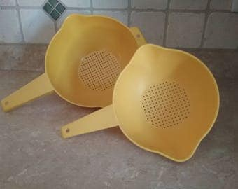 Vintage 1980's Tupperware Yellow Strainer Set 1 and 2 Qt  ( 1523 / 1200)