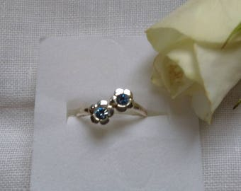 Dainty Vintage Sterling Silver  Flower Ring.   UK Size M