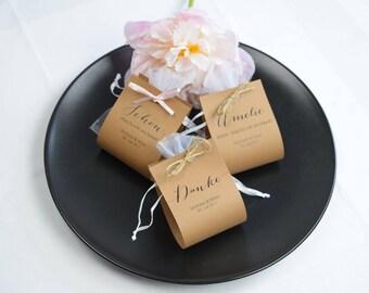 "Guest gift ""Script"" kraft paper flowers"