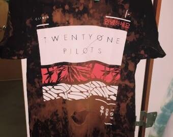 Twenty One Pilots distressed tee
