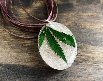 Pot leaf segment necklace