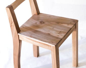 Solid wood chair (natural color)