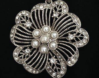 vintage rhinestone and faux pearl pendant from the 1980s