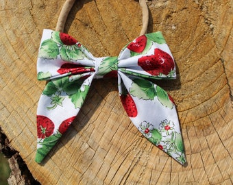 Sailor Bow in Strawberry Printed Fabric on a one size fits all Nylon Band