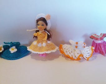 poupée 11 cm et sa garde robe