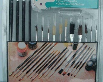 15 Piece Beginners Artist Paint Brush Set For Craft Projects , Etc.