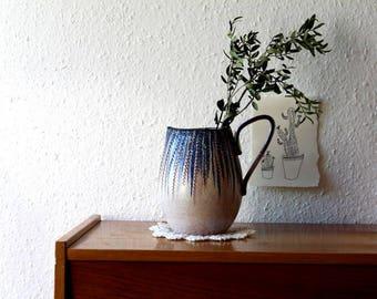 Beau vase / pot en bleu - la main de couleur beige