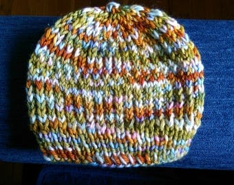 Hand-knit baby beanie (for newborn)