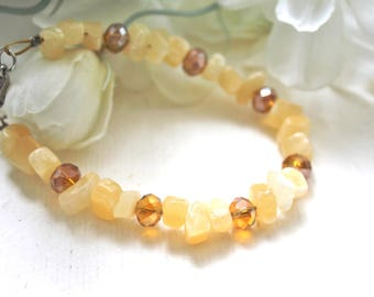 Bracelet yellow and champagne Pearl polished and Crystal beads.
