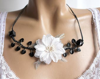 Black and white leaves necklace in glass
