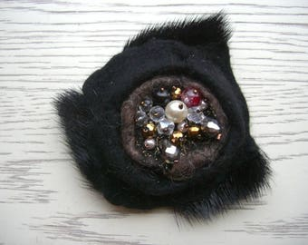 brooch felt fur black with beads