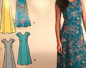 Classic Princess Seamed Dress and Tote Pattern---Simplicity 3819---Sizes 8-18  Bust 31 1/2 Thru 40  UNCUT