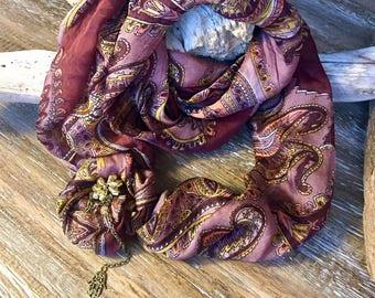 DOWNY BROWNY Shawl-Necklace
