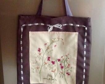Tote bag for beach or shopping theme cottages in pea scents.
