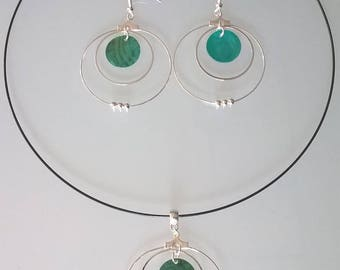 Rigid necklace + earrings emerald green
