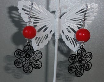 Flower Earrings black metal and red glass beads