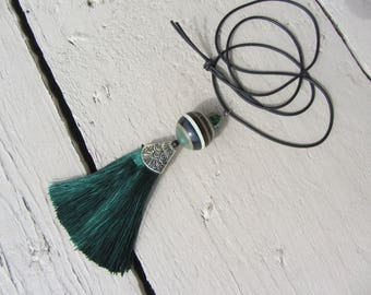 elegant emerald green tassel and CAP, ethnic Pendant Necklace Bead striped bayardere black rubber cord